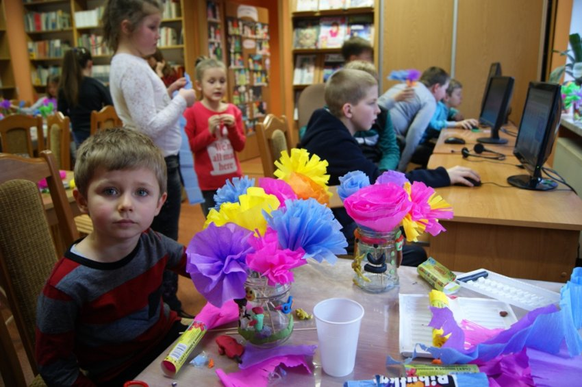 Ferie wbibliotece - Kwiaty wwazonie